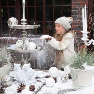 Bombki i świąteczne artykuły dekoracyjne z kolekcji White forest marki Almi Decor. Fot. Almi Decor.