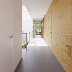 We wnętrzach dominują drewniane powierzchnie. Sosnowe panele przyjęły funkcję ścian, mobilnych drzwi, a nawet szafek, łóżka czy obudowy kominka. Projekt: i29 interior architects. Fot i29 interior architects.