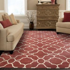 Dywan w orientalny wzór w połączeniu z dekoracyjnymi poduszkami świetnie sprawdzi się także w sypialni. Fot. Oriental Wavers.