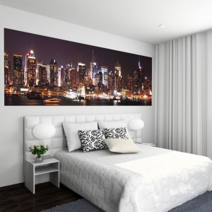 Widok na tętniące życiem miasto może stać się ciekawą dekoracją sypialni. Fot. Agaton Studio.