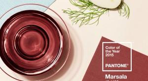 Instytut Pantone oficjalnie ogłosił kolor roku 2015. Marsalajest łagodnym połączenie czerwieni i brązu, nawiązującym do koloru wina pochodzącego z Sycylii. Zobaczcie modne aranżacje sypialni, inspirowane właśnie tym kolorem.