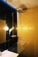 Powierzchnia zaprojektowanego mieszkania wynosi  51 mkw, w jego skład wchodzi otwarta strefa dzienna z kuchnią i hallem, łazienka oraz część sypialni z garderobą.  Fot, ofdesign Oskar Firek, projekt wnętrz, PLYWOOD WARSAW, łazienka.