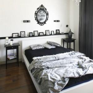 Czarno-biała sypialnia to klasyczne zestawienie, które nigdy nie wyjdzie z mody. Projekt: Małgorzata Mazur. Fot. Bartosz Jarosz.