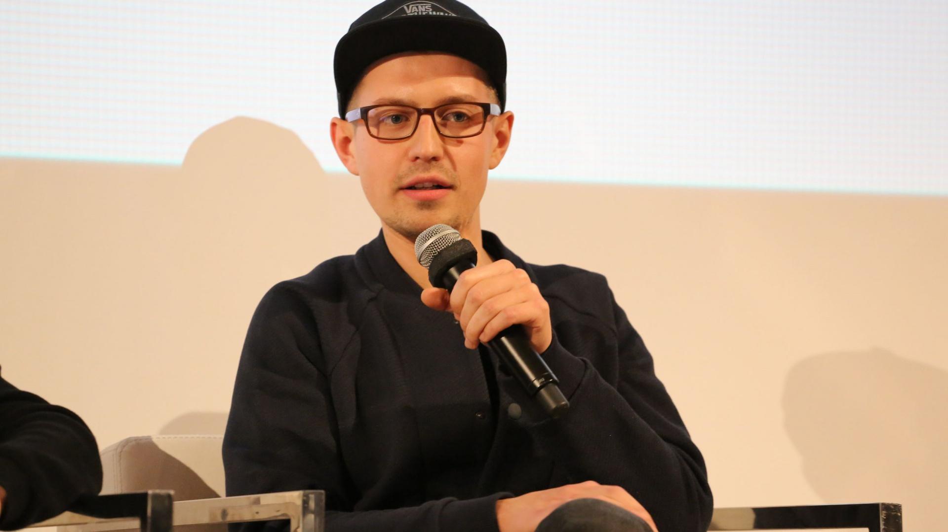Nikodem Szpunar opisał się jako przedstawiciel młodego pokolenia projektantów i bronił stwierdzenia, że dla młodych i zdolnych ludzi Polski rynek wciąż jest trudnym obszarem do zdobycia pracy. Fot. Bartosz Jarosz.