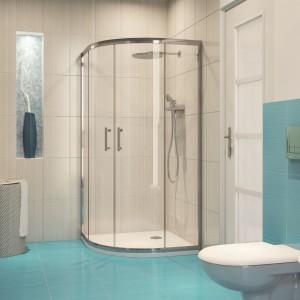 Cena ok. 1.139 zł. Półokrągła kabina z serii Onega marki Cersanit została zamontowana w narożniku, co pozwoliło zaoszczędzić miejsce w łazience. Fot. Cersanit.