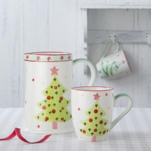 W kuchni też najdzie się miejsce dla świątecznego drzewka. Szczególnie gdy wybierzemy to, będące ozdobą kubka. Fot. The Contemporary Home.