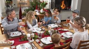 Święta ta okres przepełniony ciepłymi chwilami spędzonymi w rodzinnym gronie. Tym bardziej jak znalazł pasuje do nich aranżacja stołu o przytulnym charakterze.