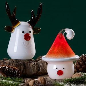 Śmiesznie przedstawione figurki bałwanka i renifera świetnie uzupełnią bożonarodzeniową aranżację stołu lub całego wnętrza. Fot. Villeroy&Boch.