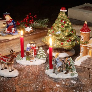 Kolekcja porcelanowych ozdób z tradycyjnymi bajkowymi motywami to szczególnie urocza świąteczna ozdoba. Fot. Villeroy&Boch.