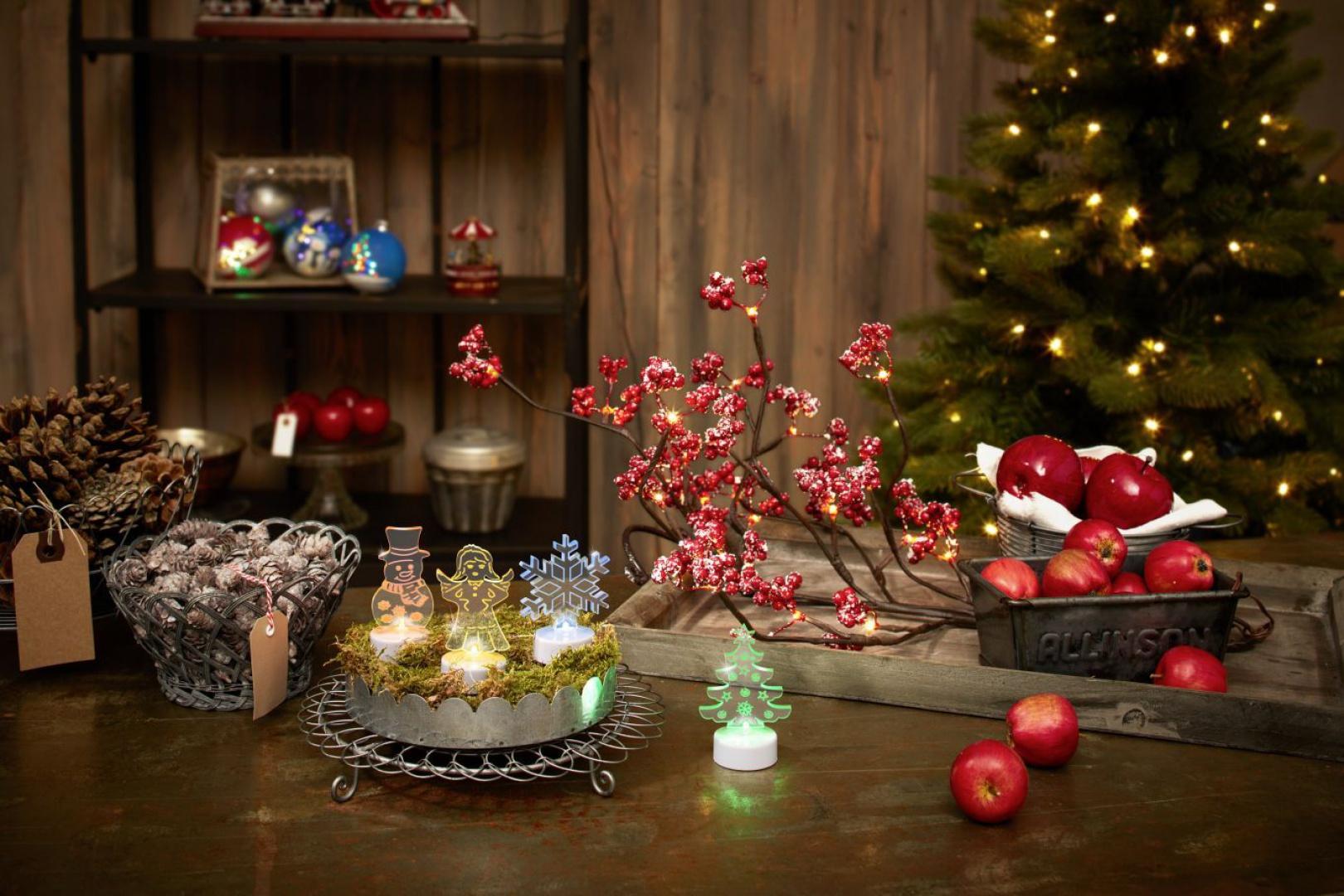 Podświetlane ledami figurki to propozycja od Tchibo. Świecące: bałwanek, aniołek, choinka i gwiazdka świetnie podkreślą magiczną atmosferę Świąt. Fot. Tchibo.