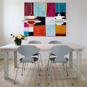 Designerskie oświetlenie może być najbardziej wyrazistym elementem aranżacji jadalni czy salonu w stylu skandynawskim. Fot. Louis Poulsen.