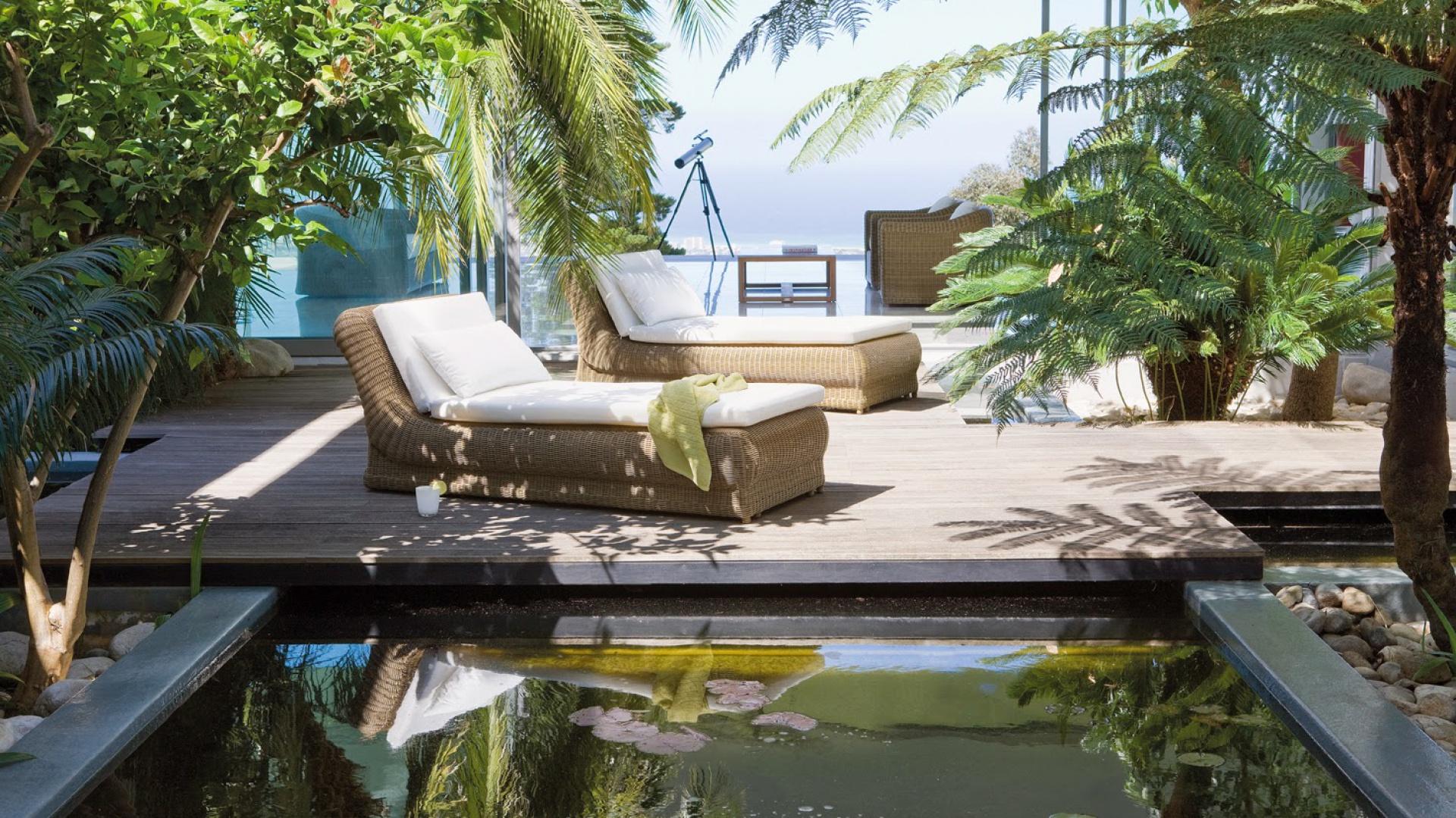 Projektując ogród na dużej posesji warto przewidzieć miejsce na oczko wodne, staw czy mały basen. Fot. Manutti.