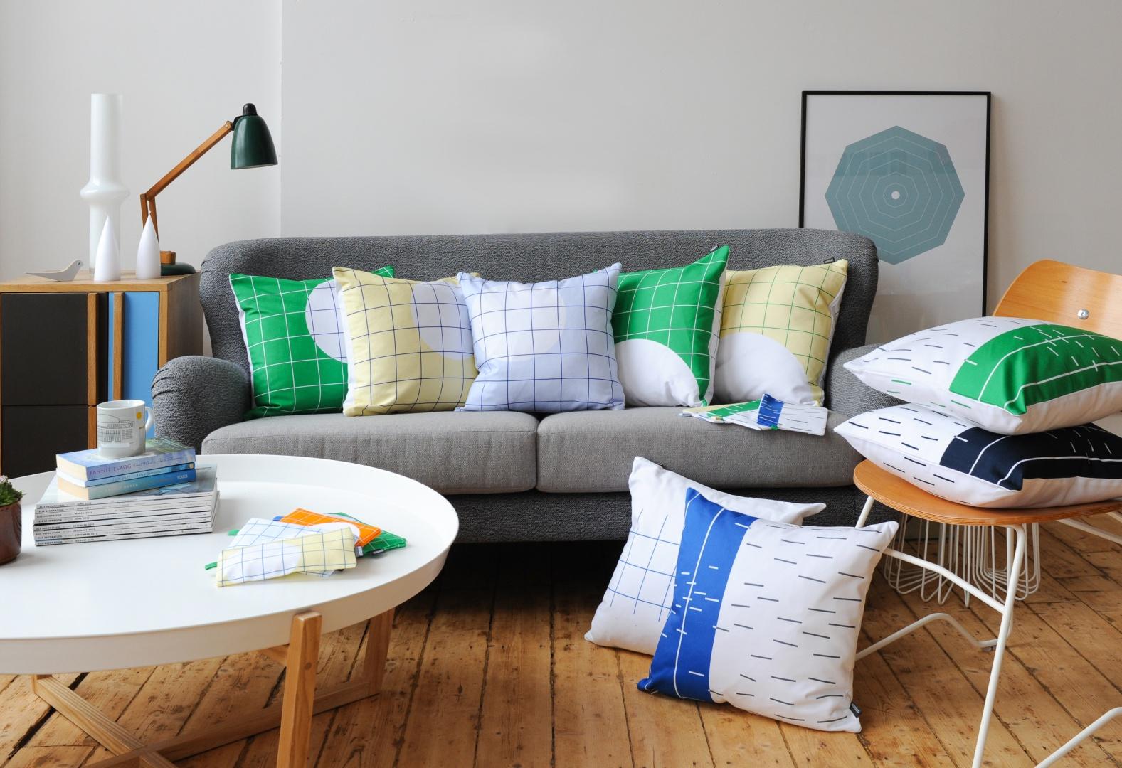 Zwykłe, mogłoby się wydawać, poduszki w kratkę w subtelny sposób odmienią skandynawskie, proste wnętrze. Kolekcja Cushion marki Patternbooth. Fot. Patternbooth.
