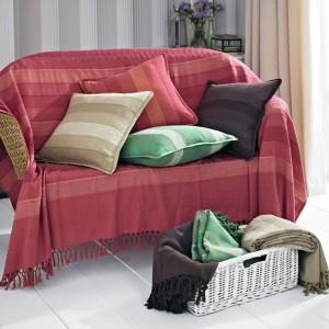 Wybierając poduszki możemy kierować się np. kolorem lub wzorem narzuty. Fot. House of Bath.