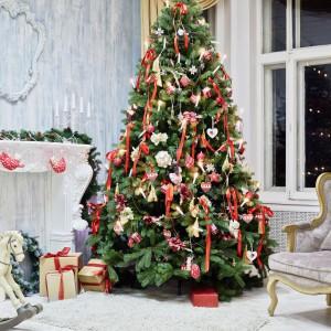 Stylowy dom na świętą. Kolorowe dekoracje sprawią, że zyska wyjątkowy, magiczny klimat. Fot. Shutterstock.