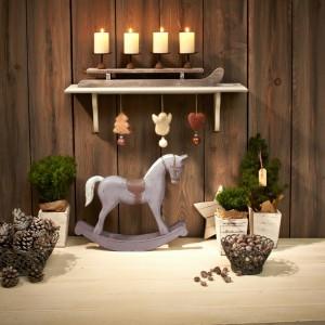 Drewniane dekoracje z oferty marki Tchibo.