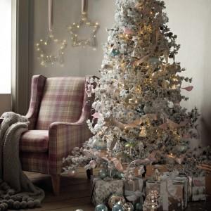 Ozdoby choinkowe oraz świąteczne dekoracje do domu z oferty marki Mark&Spencer.