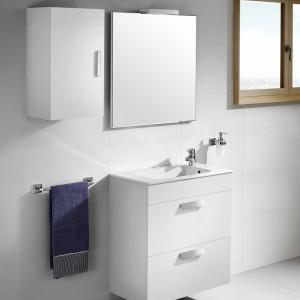 Meble z serii Debba to nowa propozycja firmy Roca. Szafka pod umywalkę wyposażona jest w praktyczne szuflady; wszystkie fronty mają wygodne uchwyty. Fot. Roca.