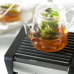Praktyczny podgrzewacz pomoże zachować stałą temperaturę nie tylko herbaty czy kawy, ale także dań świątecznych. Przyda się na każdym przyjęciu. Fot. Brabantia.