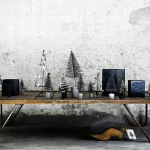 Duńska marka proponuje nowoczesne dekoracje z metalu. Designerskie choinki do nabycia na www.tinekhome.com/Webshop. Świetnie wpasują się w zimowy klimat przyjęcia sylwestrowego. Fot. Tine K Home.