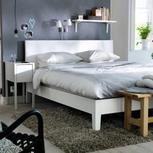 Kolekcja mebli Nordlii to ciekawa propozycja do nowoczesnej sypialni. Białe meble doskonale komponują się z każdym kolorem ścian. Fot. IKEA.