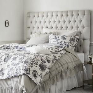 Neutralne odcienie, miękkie tkaniny, wzory inspirowane naturą - ponadczasowa propozycja do każdej sypialni. Fot. H&M Home.