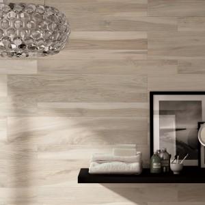 Kolor jasnego drewna mają płytki z kolekcji Savanna marki Cerdomus. Polecane do wykończenia ścian. Do wnętrz w stylu nowoczesnym. Fot. Cerdomus.
