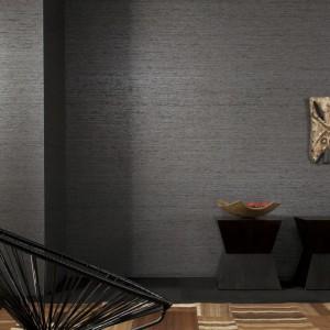 Tapeta Haiku wykonana jest z tkanego papieru oraz sztucznego jedwabiu.  Charakteryzuje się niestandardową szerokością brytu umożliwiającą ograniczenie liczby łączeń na ścianie. Fot. Dekorian.