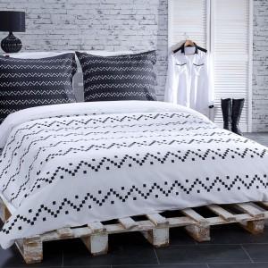 Nordyckie wzory są doskonałym sposobem na aranżację sypialni zimą. Na zdjęciu: komplet pościeli Nordik. Fot. Dekoria.