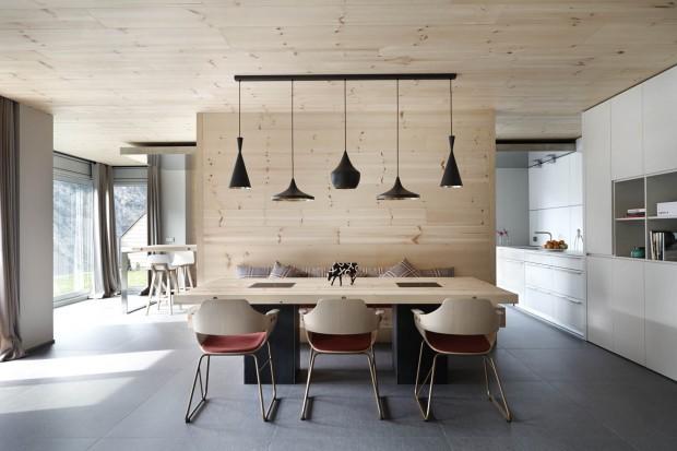 Piękne wnętrze w dwóch stylach. Nowoczesny dom z domieszką retro