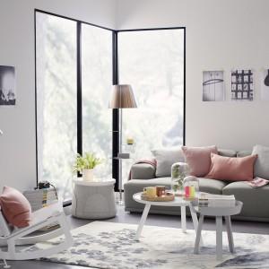 Gwarancją tego, że mebel będzie modny przez długi czas jest uniwersalna barwa. Kupując sofę warto więc postawić na model w szarym kolorze.  Fot. Occa-Home.