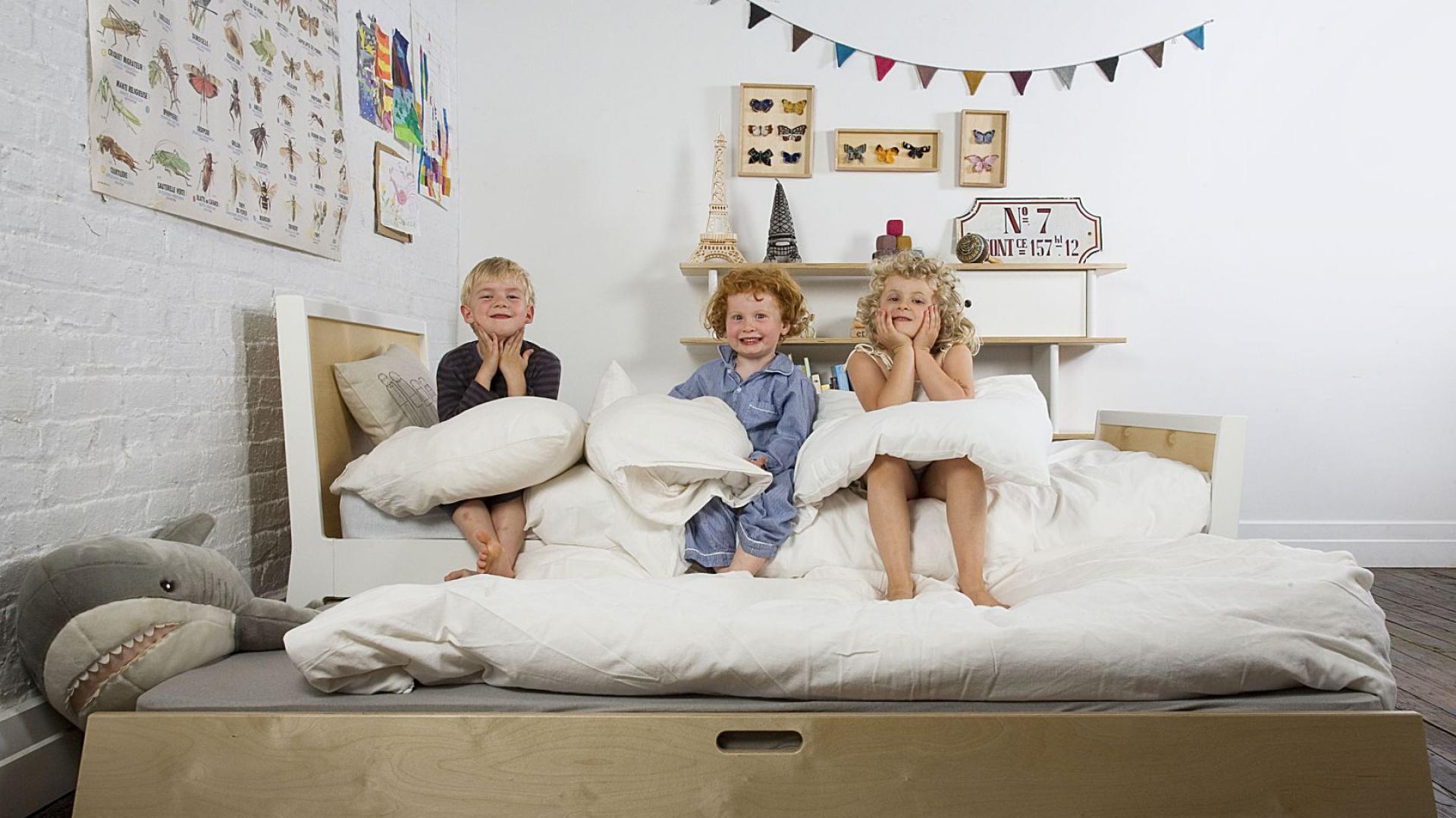 Czysta, wywietrzona pościel to jeden z czynników, gwarantujących dziecku zdrowy i spokojny sen, tak potrzebny do prawidłowego rozwoju. Dlatego nie można zapominać o jej regularnym zmienianiu. Fot. Nubie - Modern Kids.