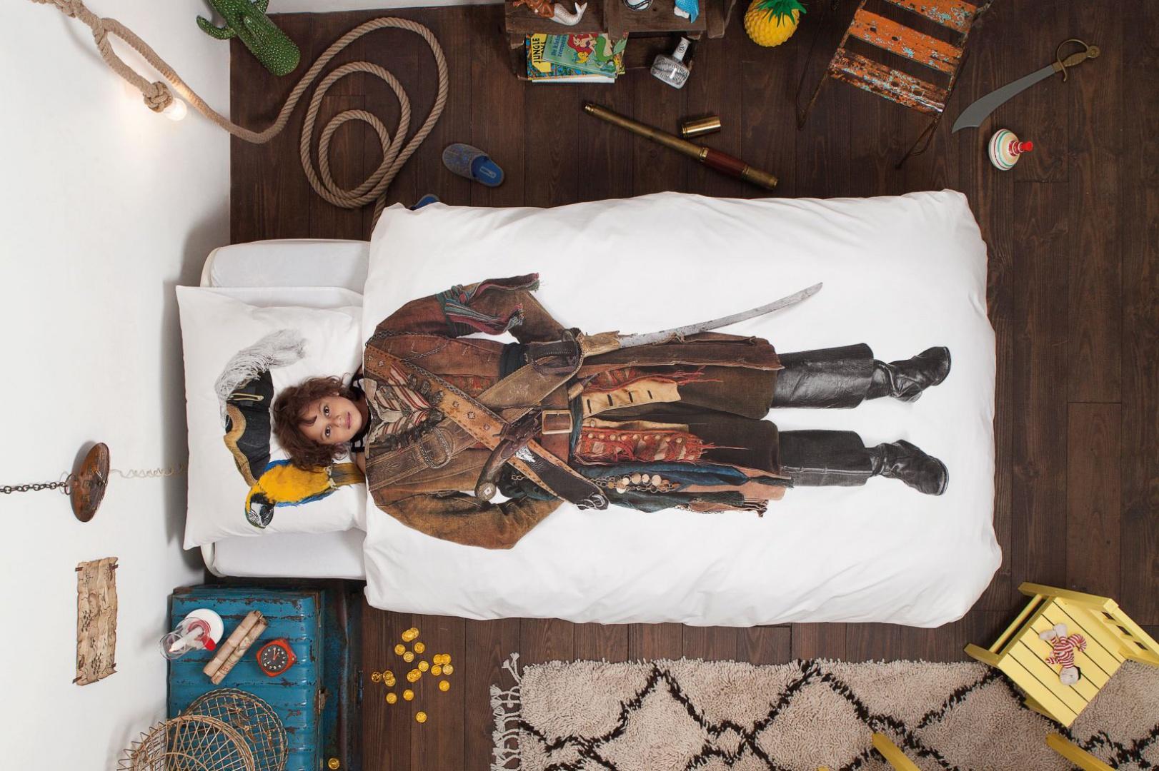 W takiej pościeli nawet najgrzeczniejszy, słodko śpiący chłopiec wygląda jak groźny pirat z filmu przygodowego. Prawda, że interesująca? Fot. Design 3000.