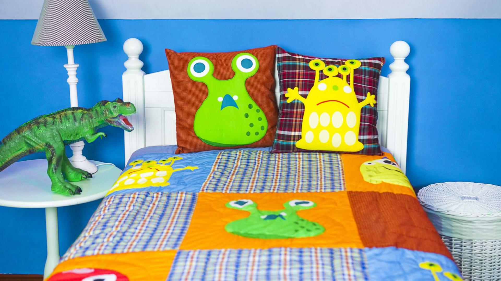 Potwory z kolekcji pościeli Monsters marki Milvai wcale nie są straszne. Wręcz przeciwnie - dbają o  to, by do maluchów przychodziły wyłącznie dobre, kolorowe sny. Fot. Milvai.