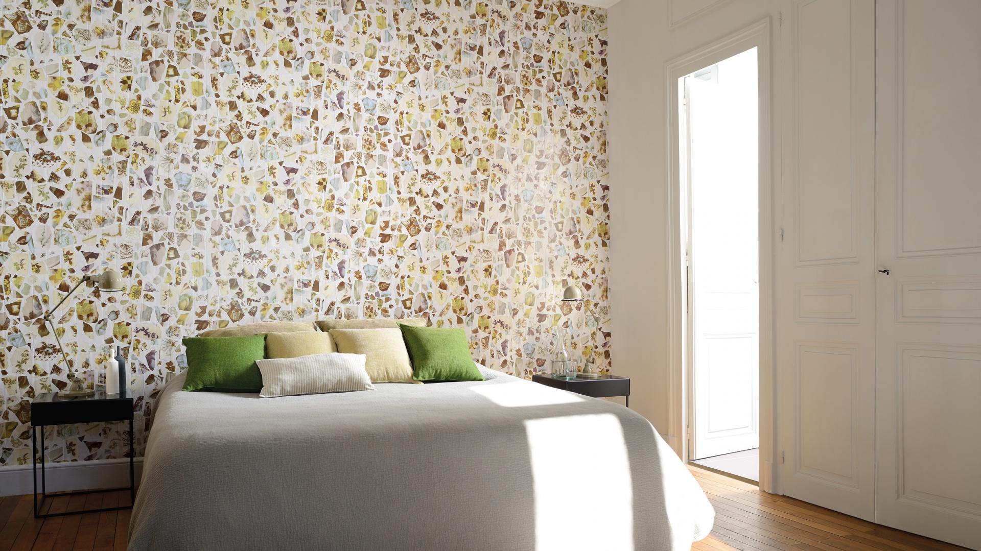 Wzorzysta, kolorowa tapeta z kolekcji Portobello ożywi każde wnętrze i sprawi, że sypialnia nabierze oryginalnego charakteru. Fot. Elitis.