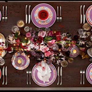 Piękne, kolorowe talerze z kolekcji Anmut My Colour same w sobie stanowią interesującą dekorację stołu na przyjęcie. Fot. Villeroy&Boch.