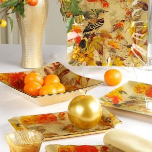 Kolejna ciepła, ożywcza inspiracja od firmy Villa Italia. Zastawa w barwne ptaki konotuje lekko orientalne skojarzenia. Potrawy na takich paterach będą prezentowały się wyjątkowo. Fot. Villa Italia.