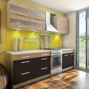 Ciekawy design, nowoczesne kolory, szeroka gama akcesoriów oraz możliwość aranżacji mebli z szerokiej gamy szafek to atuty kuchni Cuba Libre marki Layman. Znakomicie sprawdzi się w przestrzeni otwartej na salon. Fot. Layman.