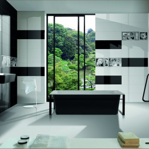 Kolekcję płytek Black&White firmy Ceramica Ibero zdobią dekory kwiatów ułożone w patchworkowy wzór.  Fot. Ceramica Ibero.