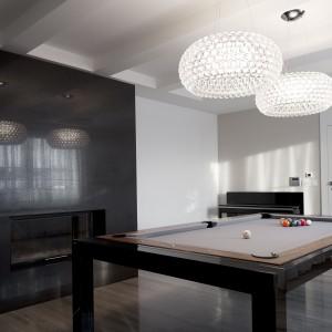 Sala bilardowa może, za sprawą obrotowego stołu, przemienić się w stylową jadalnię. Projekt: Marta Pala-Szczerbak. Fot. Piotr Lipiecki.