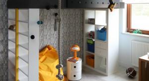 Pomysłowy, odjazdowy i w stu procentach dostosowany do zabawy. Taki jest pokój małego chłopca, zaprojektowany przez Kasię i Michała Dudko. Zapraszamy na wirtualną wycieczkę po wnętrzu.