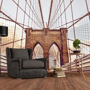 Fototapeta powiększająca przestrzeń z motywem Brooklińskiego mostu idealna do industrialnych wnętrz. Fot. Livingstyle.pl.