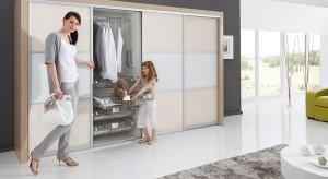 Wewnętrzna organizacja szafy igarderoby to kwintesencja ichpraktyczności. Zobaczcie, jakie funkcjonalnerozwiązania do przestrzeni przechowywania proponują producenci i sklepy.