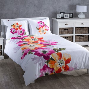 Pościel Alegria z kolorowym, dekoracyjnym motywem kwiatów. Fot. Dekoria.