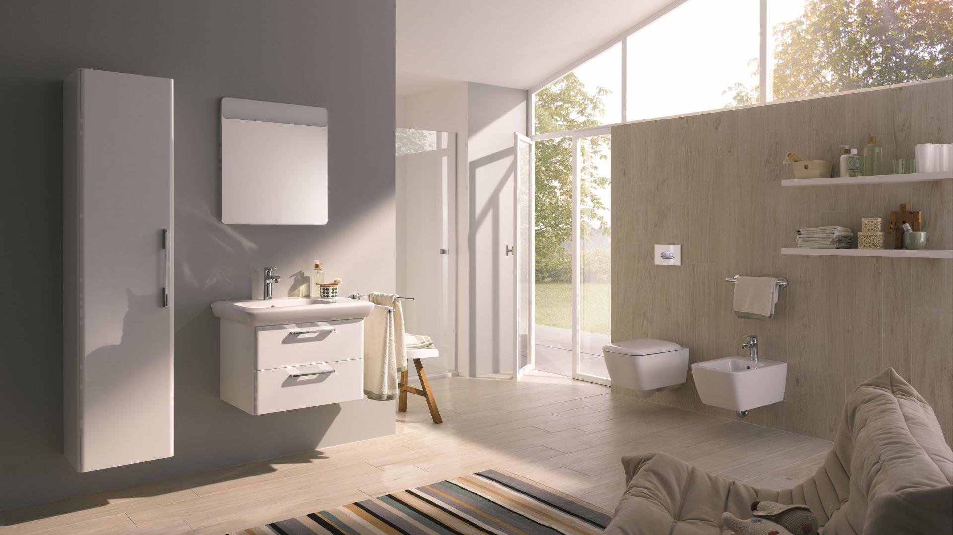 Meble z serii kompletnego wyposażenia łazienki Life! Koło. Uniwersalny zestaw w modnej bieli, z praktycznymi uchwytami. Fot. Koło.