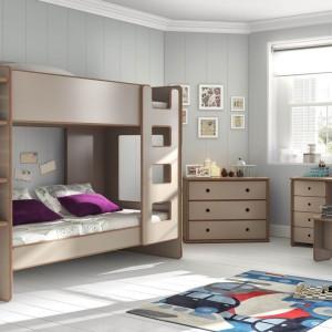 W pokoju dwójki dzieci sprawdzi się łóżko piętrowe. Dzięki temu łatwiej wygospodarujemy przestrzeń do zabawy. Fot. Cuckooland.