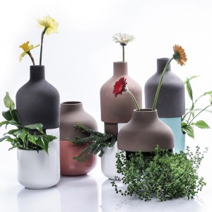 Oryginalne doniczki prosto z Włoch. Wazon na cięte kwiaty połączono z doniczką w której można umieścić żywe rośliny. Fot. Lithho Ceramic Italy.