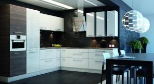 Dwie kuchnie w jednym domu - reprezentacyjna i robocza godząchęć posiadania designerskiej kuchni urządzonej według najmodniejszych kanonów z potrzebą przechowywania zapasów dla całej rodziny, gotowania i znalezienia miejsca na wszystkie niezb