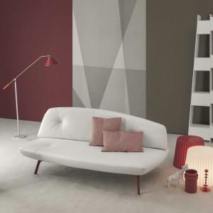 Sofa Bandy dostępna jest także w białym obiciu, idealnym do kobiecego pokoju. Fot. Bonaldo.