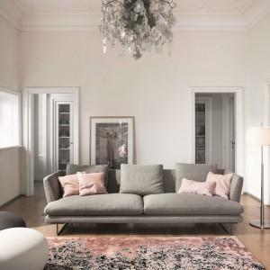 Nowoczesna forma, modne kolory tapicerki oraz komfort i wygoda to atrybuty sofy Lars. Fot. Bonaldo.